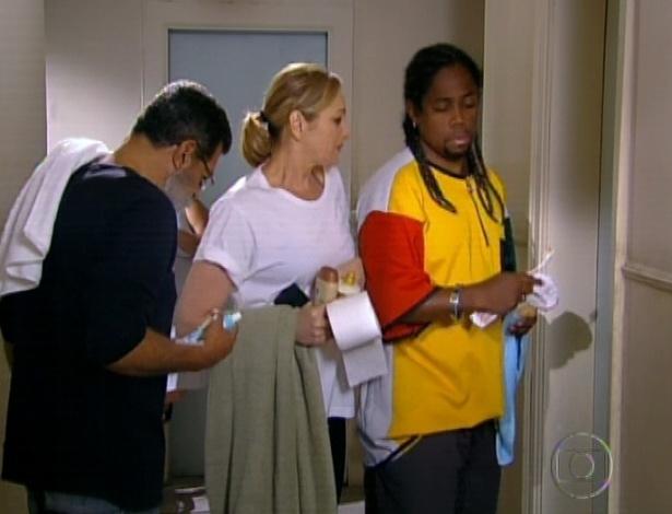 Sônia vai morar na pensão e tem que enfrentar fila para ir ao banheiro (28/9/12)