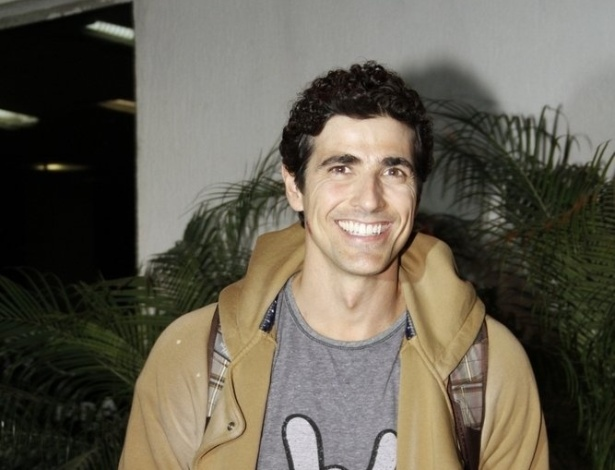 """O ator Reynaldo Gianecchini se reuniu com o elenco de """"Guerra dos Sexos"""" para assistir ao primeiro capítulo da novela em uma churrascaria na zona sul do Rio (1/10/12)"""