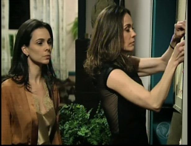 Eneida abre o quarto que era do bebê de Maria e pede que ela entre