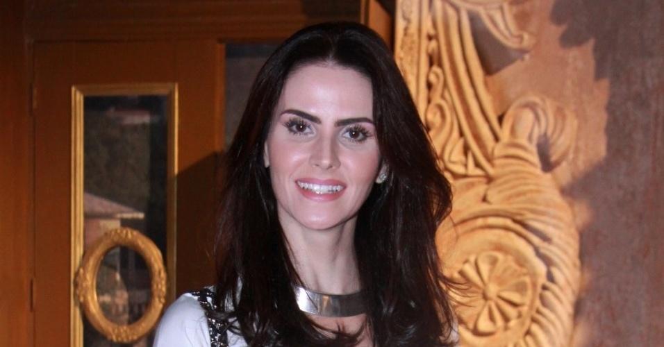"""Lizandra Souto está no elenco da novela da TV Globo """"Salve Jorge"""", no Projac, Rio de Janeiro (2/10/2012)"""