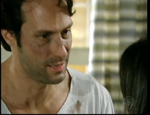 Maria e Otávio tentam armar um plano para que ele saia de lá