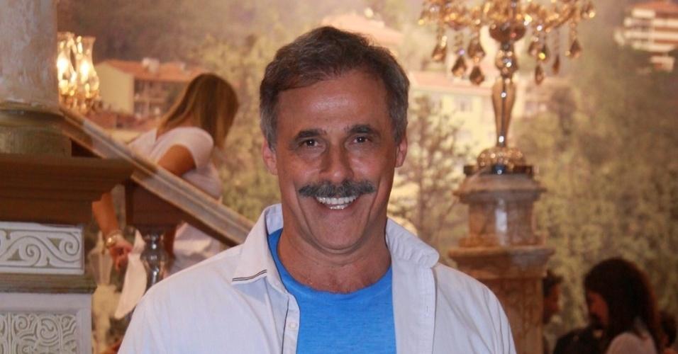"""Oscar Magrini está no elenco da novela da TV Globo """"Salve Jorge"""", no Projac, Rio de Janeiro (2/10/2012)"""