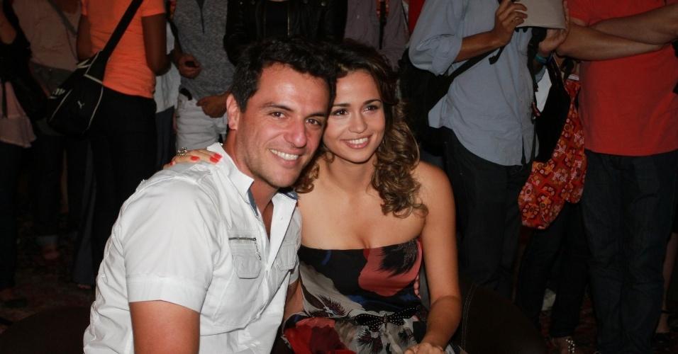 """Rodrigo Lombardi e Nanda Costa estão no elenco da novela da TV Globo """"Salve Jorge"""", no Projac, Rio de Janeiro (2/10/2012)"""