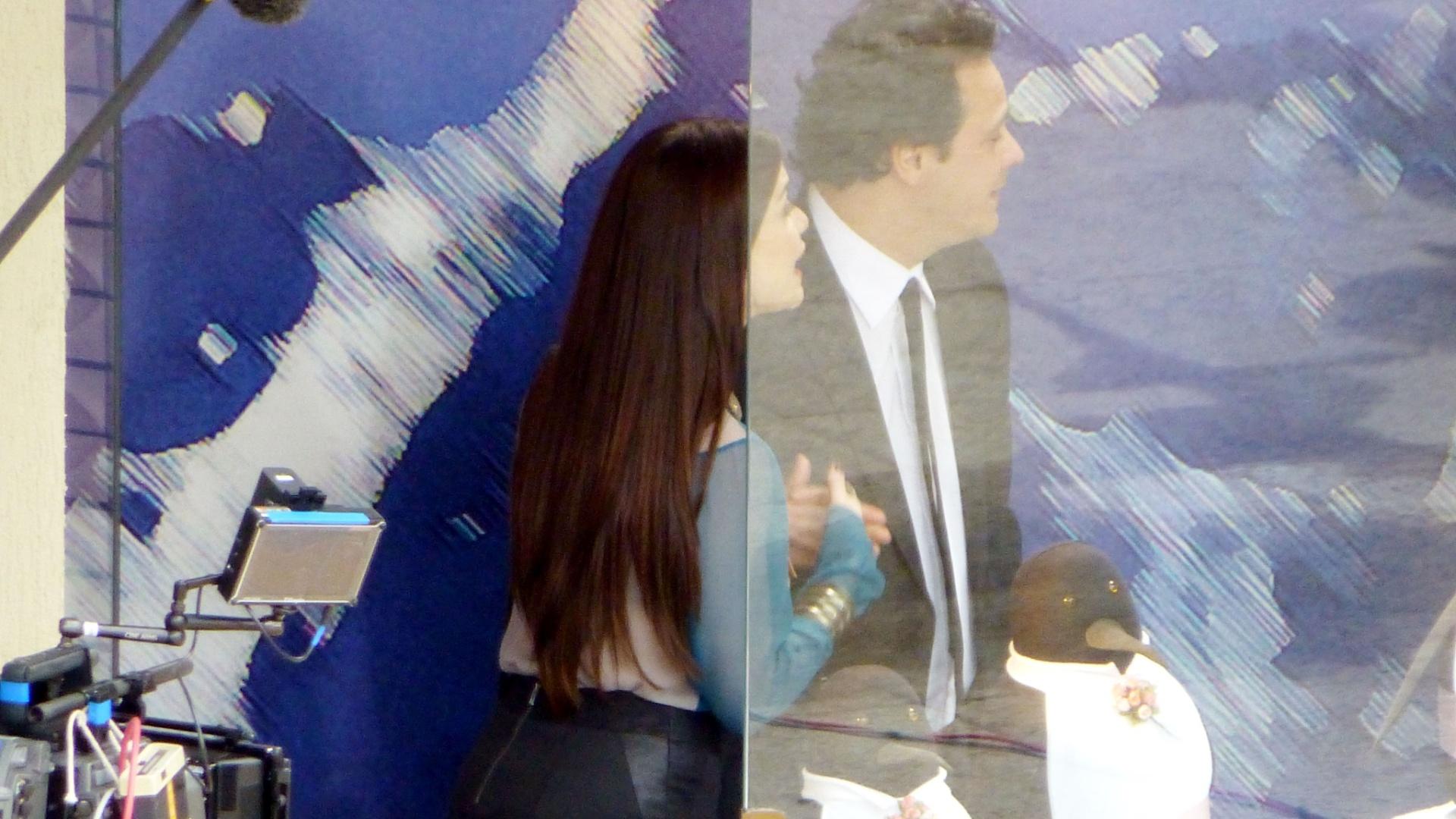 Alinne Moraes e Danton Mello gravam cenas do seriado