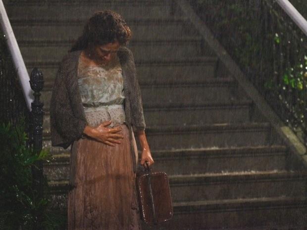 """Em """"Lado a Lado"""", humilhada, Isabel se hospeda em um hotel sujo (3/10/12)"""