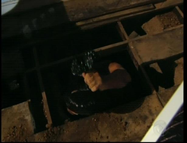 Otávio continua cavando um túnel para conseguir ser libertado