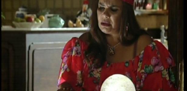 Como Diva contou tudo para ela, a vidente acerta tudo sobre o sonho de Norberto e ele fica admirado