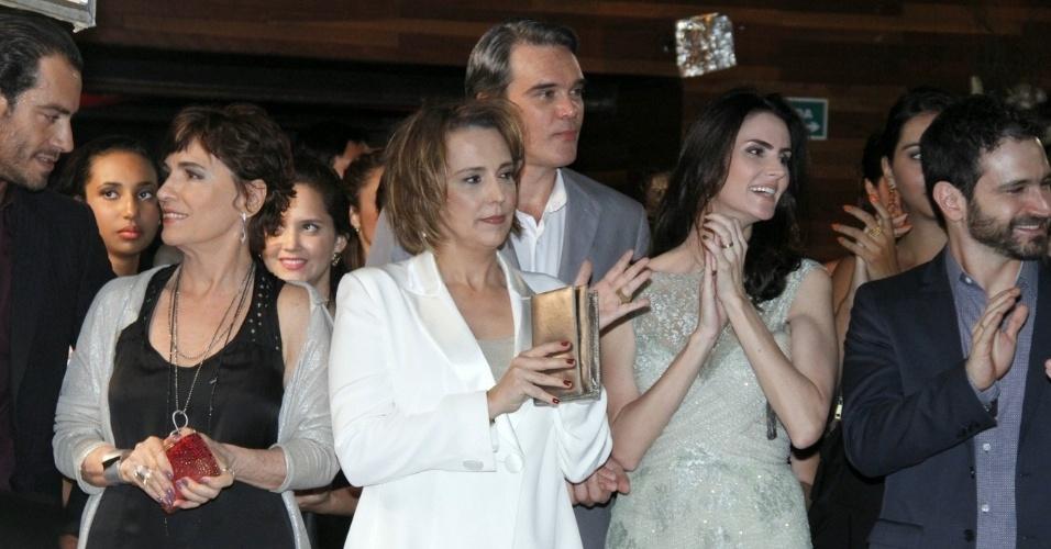 """Ana Beatriz Nogueira e Dalton Vigh durante gravações da novela """"Salve Jorge"""" no RJ (9/10/12)"""