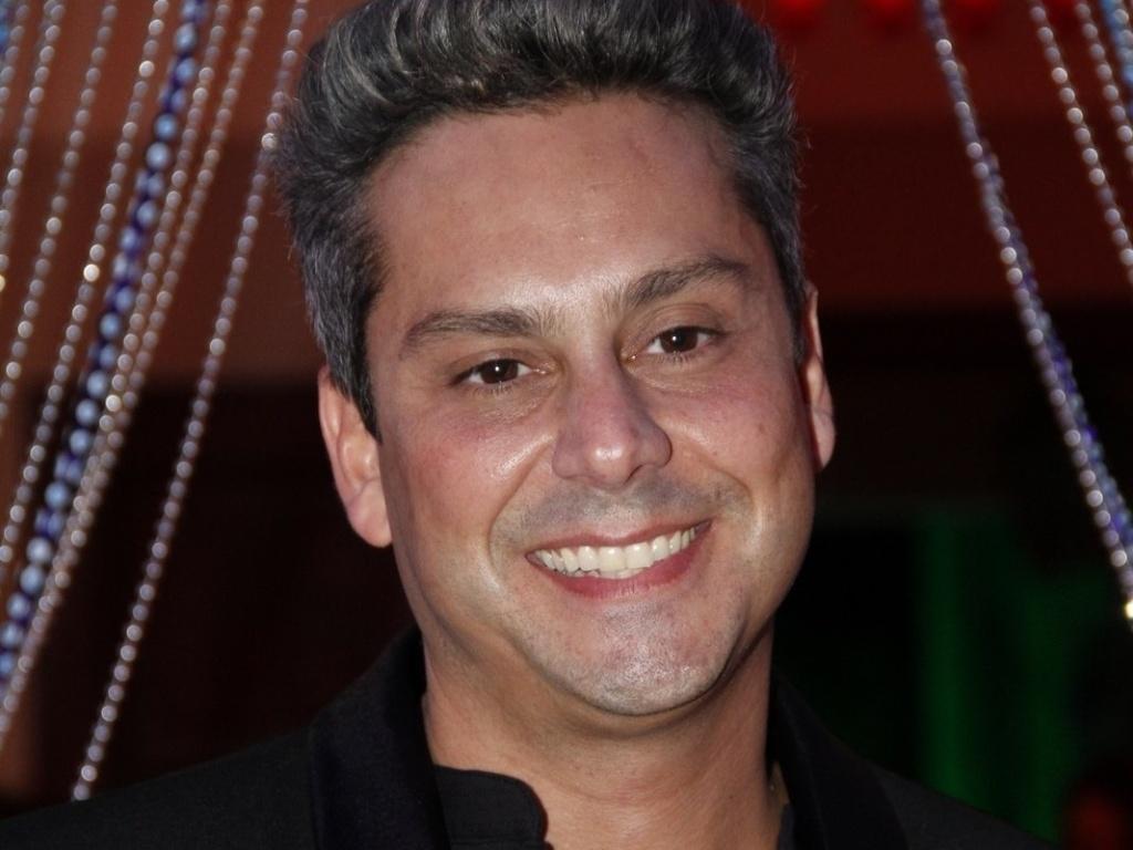 Alexandre Nero participa da festa de estreia da novela