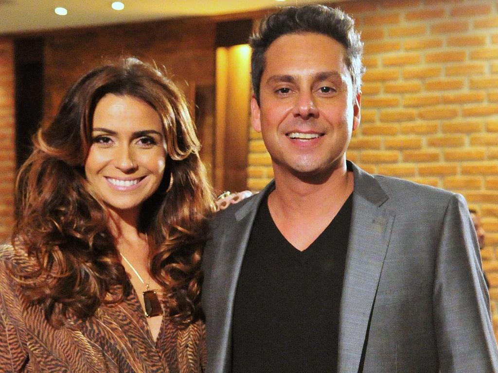A delegada Heloísa (Giovanna Antonelli) e o advogado Stênio (Alexandre Nero) formam um ex-casal em