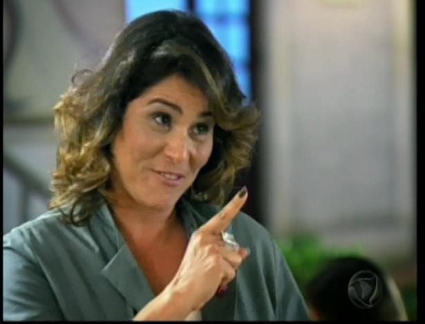 Roberta descobre que as falcatruas de sua mãe e não a perdoa