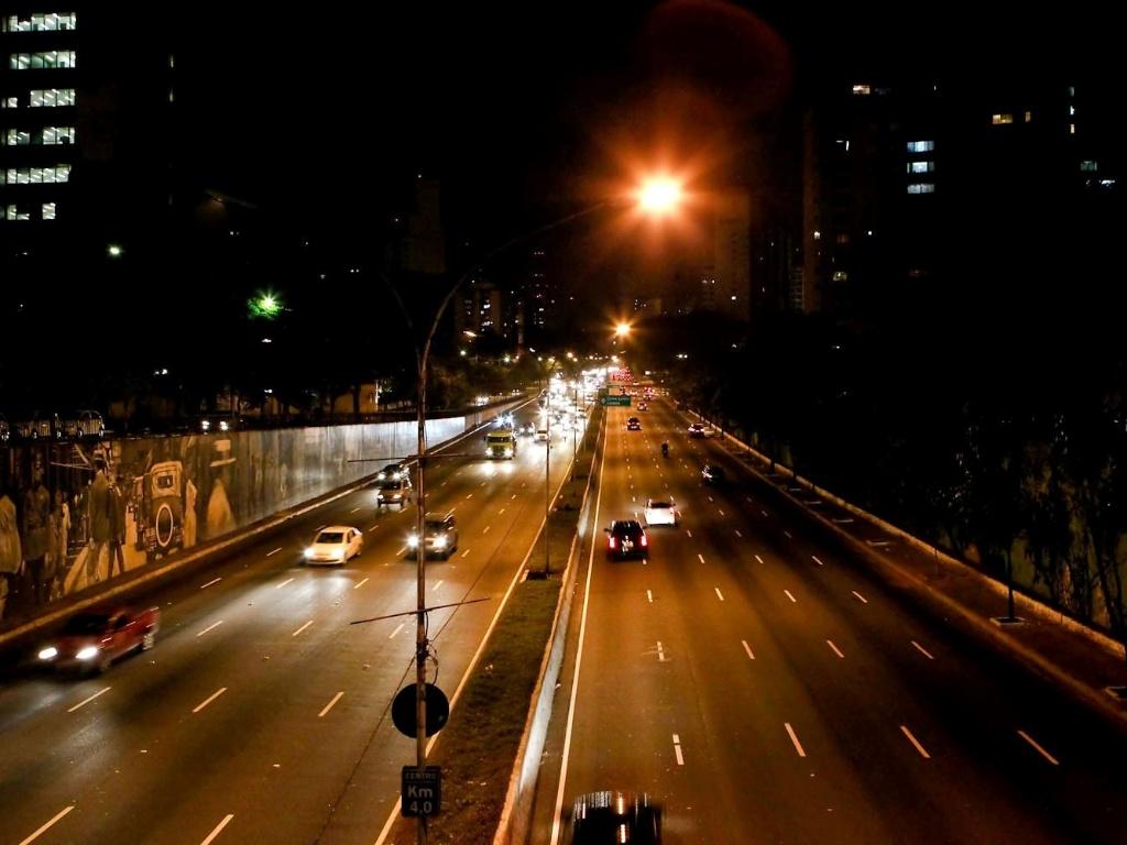 avenida 23 de Maio com pouca movimentação de carros durante o ...