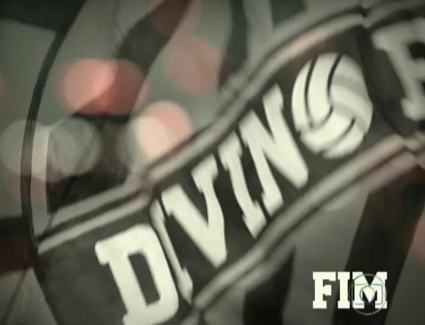 Bandeira do clube Divino após vitória do time é a cena final de