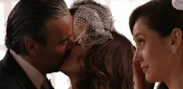 Cadinho beija Verônica no dia de seu casamento em