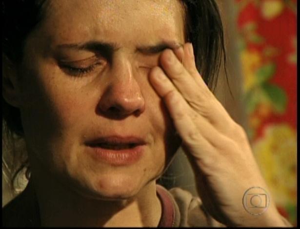 Carminha se emociona ao fazer as pazes com Nina no último capítulo de
