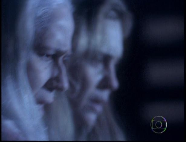 Lucinda vê Carminha matando Max e assume a autoria do crime por acreditar que assassinou a mãe da vilã no passado (19/10/12)