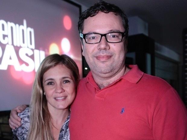 """Atriz Adriana Esteves e o autor João Emanuel Carneiro assistem ao último capítulo de """"Avenida Brasil"""" (19/10/12)"""