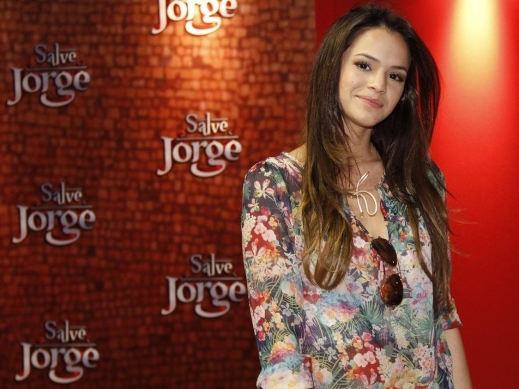 A atriz Bruna Marquezine participa de inauguração da exposição