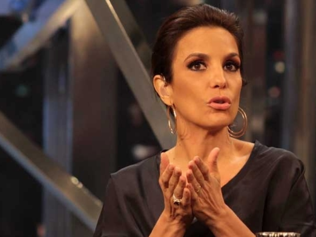 A cantora Ivete Sangalo durante entrevista no 