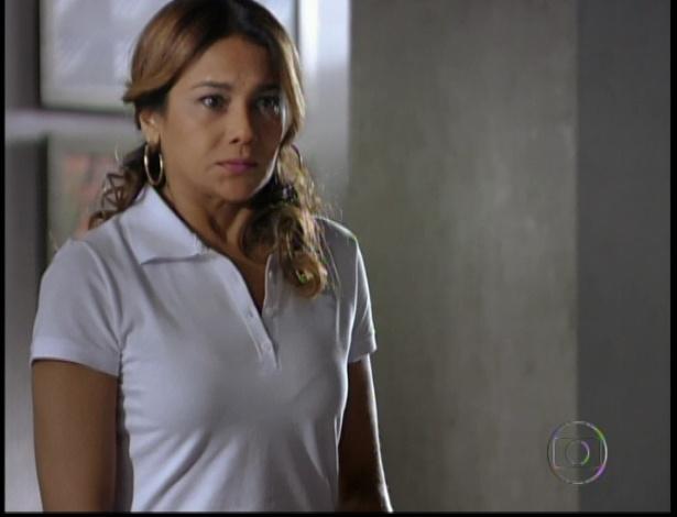 A mãe de Morena acompanha o tiroteio pela televisão aflita
