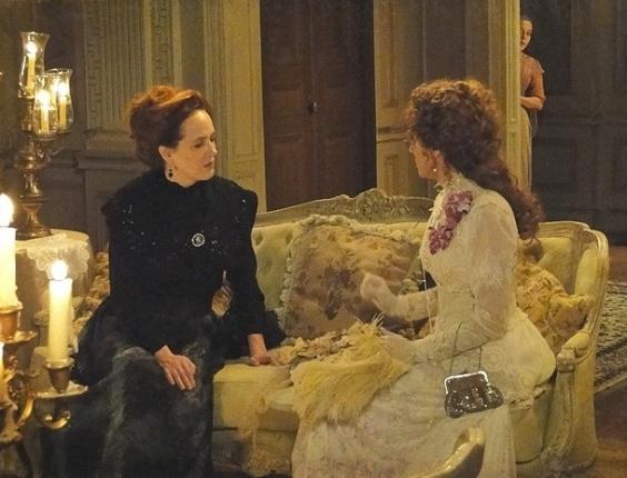 """Em """"Lado a Lado"""", Celinha descobre que Constância roubou carta de Catarina para Edgar (22/10/2012)"""