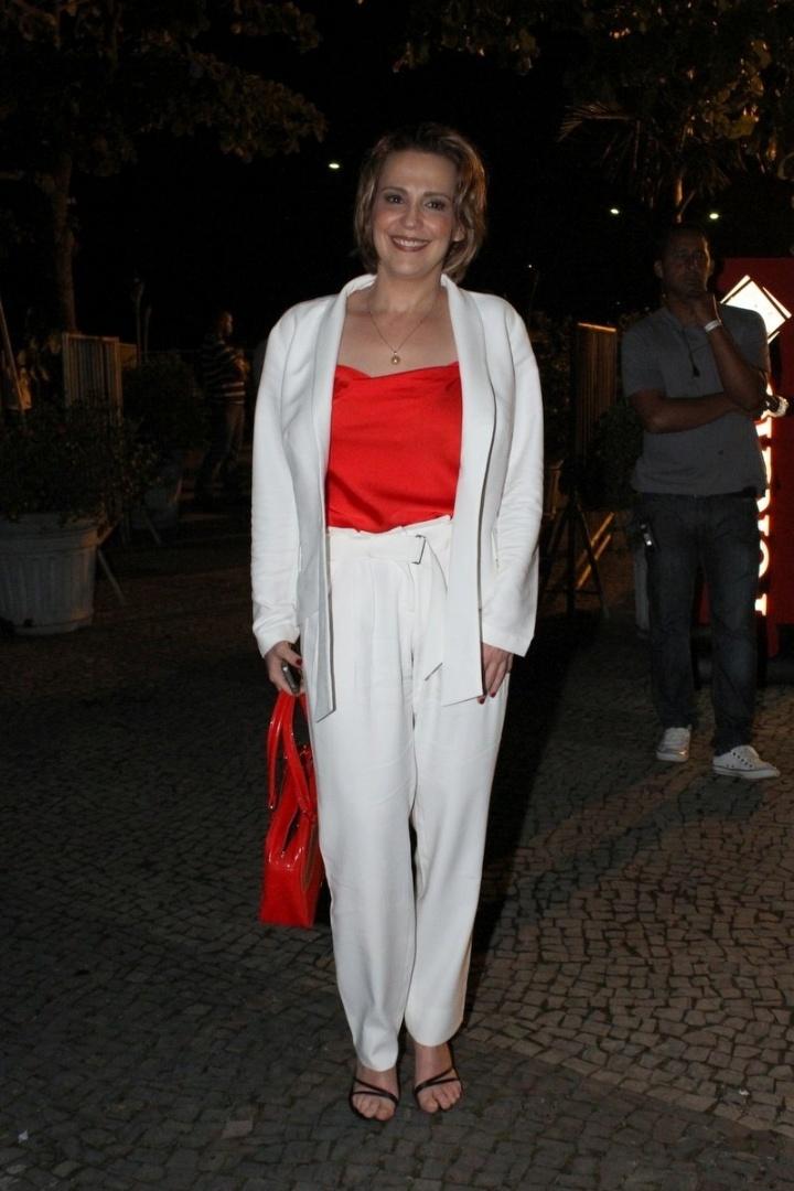 """Atriz Ana Beatriz Nogueira acompanha o primeiro capítulo da novela """"Salve Jorge"""" em churrascaria, no Rio de Janeiro (22/10/12)"""