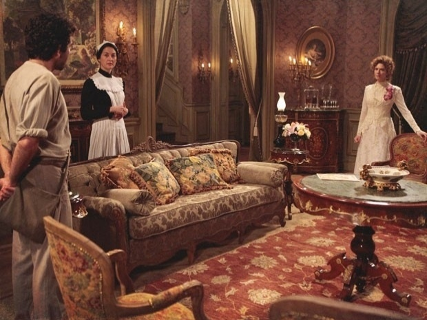 """Em """"Lado a Lado"""", Constância contrata parteira para sumir com o filho de Isabel (23/10/12)"""