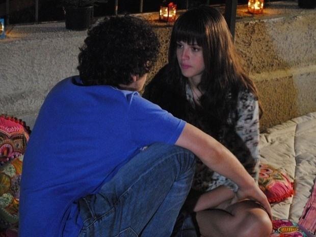 """Em """"Malhação"""", Ju não consegue perder a virgindade com Dinho (23/10/12)"""