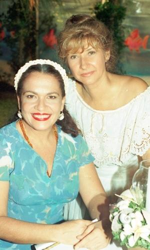 http://tv.i.uol.com.br/album/2012/10/23/regina-dourado-e-ana-rosa-durante-gravacao-da-novela-tropicaliente-da-globo-1994-1351021409226_300x500.jpg
