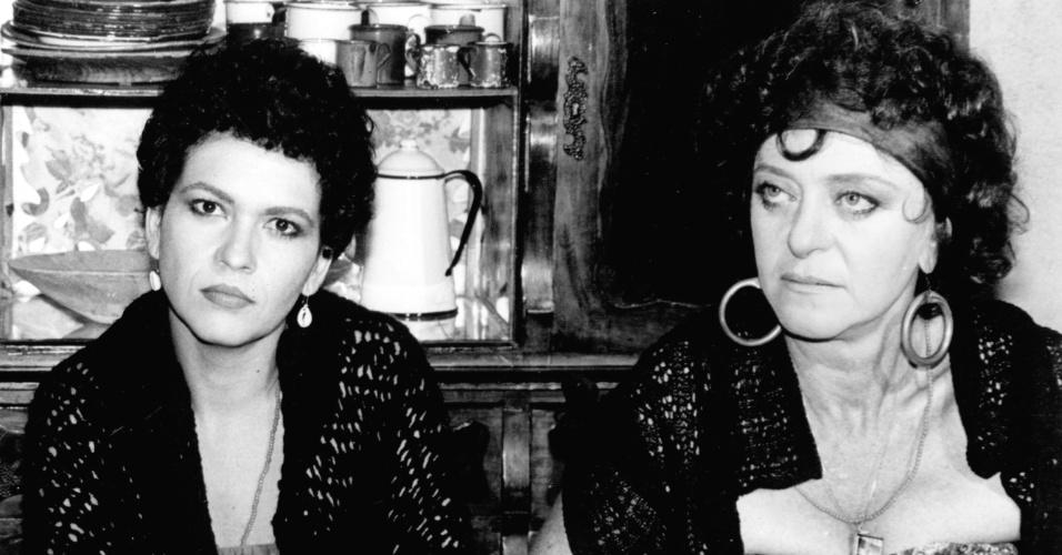 """Regina Dourado e Leina Krespi em cena da novela """"Roque Santeiro"""", da Globo (1985)"""