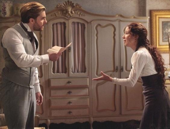 """Em """"Lado a Lado"""", Edgar encontra carta da ex e descobre que tem uma filha com Catarina (24/10/12)"""