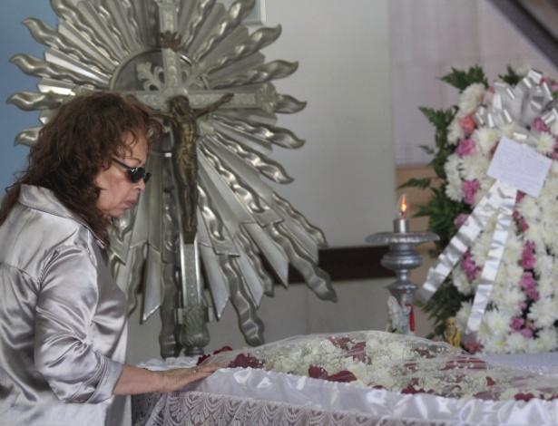 O velório da atriz Regina Dourado foi realizado na tarde de sábado (27), no cemitério Jardim da Saudade, em Salvador, na bahia, com a presença de amigos, familiares e admiradores da atriz