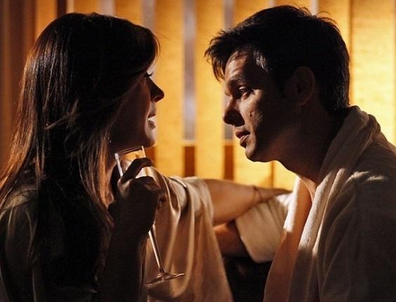 """Em """"Salve Jorge"""", Lívia atrai Haroldo para saber mais sobre investigação do tráfico humano (29/10/2012)"""