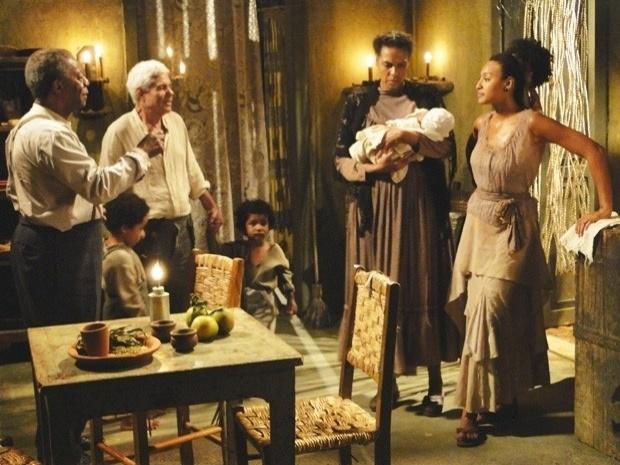 """Em """"Lado a Lado"""", Berenice apresenta o filho de Isabel para Afonso como se fosse sobrinho dela (29/10/12)"""
