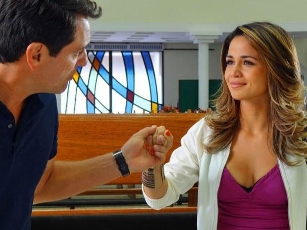 """Em """"Salve Jorge"""", Théo pede Morena em casamento, que aceita (29/10/12)"""
