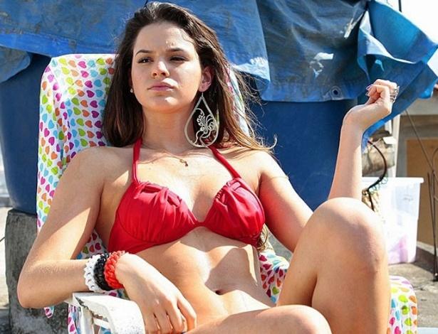 """Bruna Marquezine toma sol na laje em gravações de """"Salve Jorge"""" no ..."""