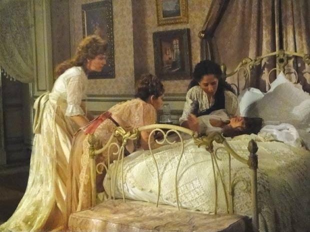 """Em """"Lado a Lado"""", Laura perde o filho e culpa Edgar pela desgraça (31/10/12)"""