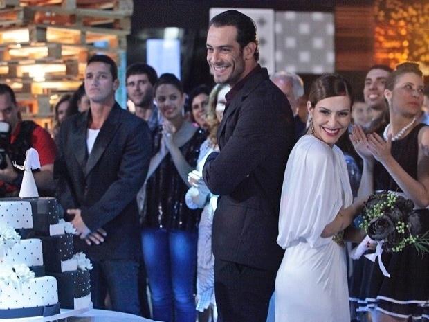 """Em """"Salve Jorge"""", Bianca se divorcia e faz festa de """"descasamento"""" (31/10/12)"""