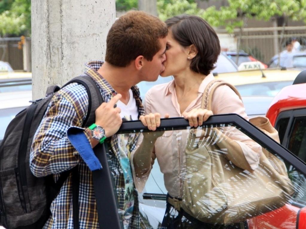 Deborah Secco e Thiago Martins gravaram cenas do seriado