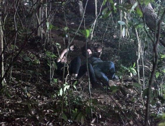 """Em """"Malhação"""", Dinho despista bandidos e resgata Lia"""