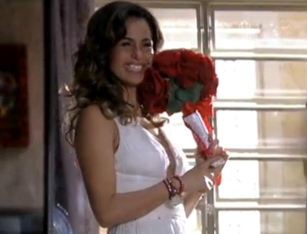 """Em """"Salve Jorge"""", Morena experimenta seu vestido de noiva e se emociona (6/11/12)"""