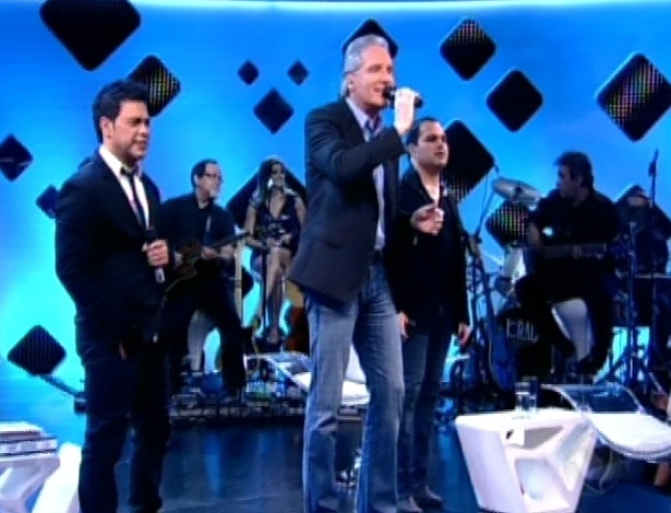Roberto Justus canta com Zezé di Camargo e Luciano no