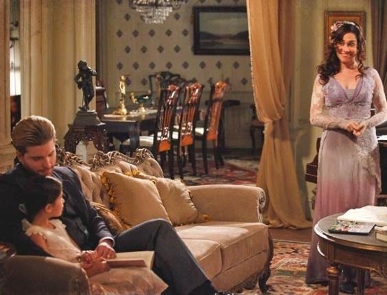 "Em ""Lado a Lado"", Catarina vibra ao ouvir de Edgar que Melissa vai para a escola"