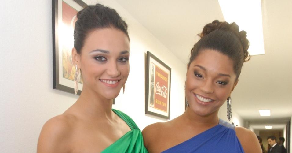 Débora Nascimento e Juliana Alves marcaram presença na festa do prêmio