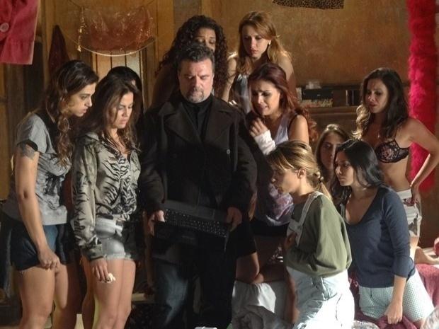 """Em """"Salve Jorge"""", Russo ameaça matar os familiares de Jéssica e Rosângela (9/11/12)"""