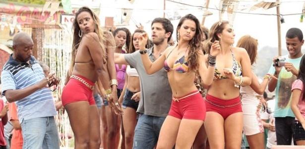 Roberta Rodrigues e Bruna Marquezine durante gravação de