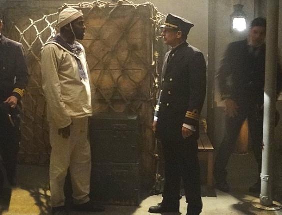 """Em """"Lado a Lado"""", Zé Maria aprisiona o capitão do navio no porão"""