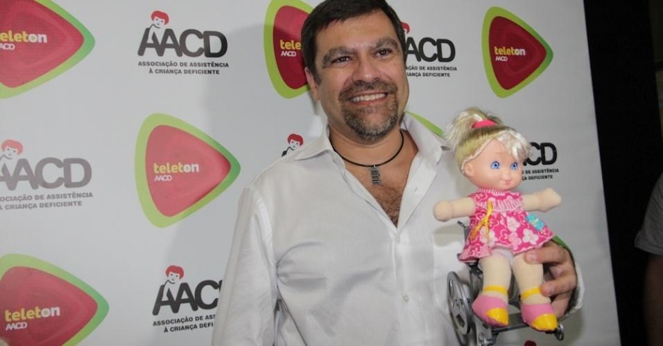 Marcelo Camargo, filho da apresentadora Hebe Camargo, participa do Teleton (10/11/12)