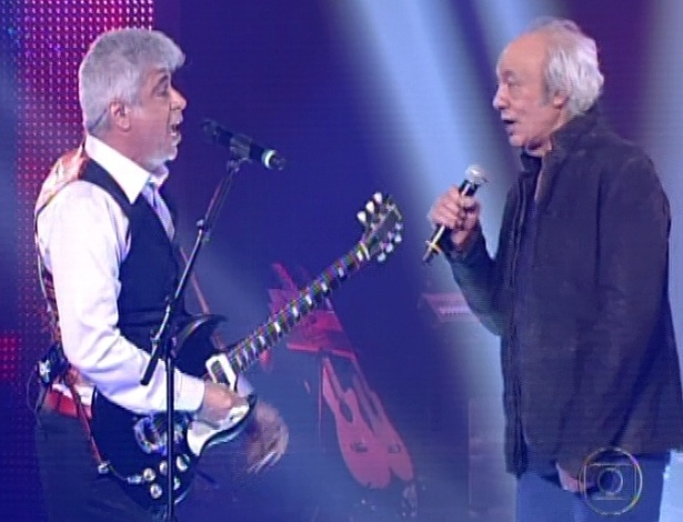 """Erasmo Carlos (à dir) canta com Lulu Santos na semifinal do """"The Voice"""" cantando """"Minha Fama de Mau"""" (11/11/12)"""