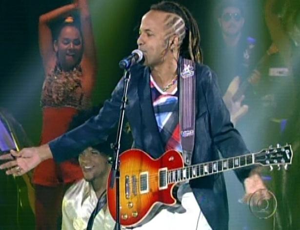 "Júnior Meirelles canta ""Todos Estão Surdos"" e ""Olhos coloridos"", nas semifinais do ""The Voice Brasil"" (11/11/12)"